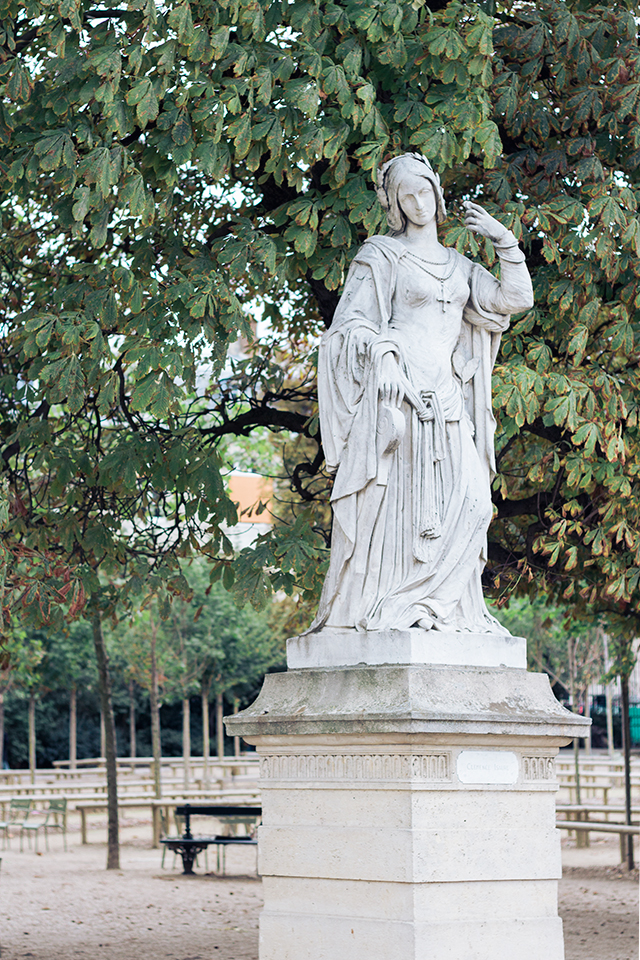 Statue in le jardin luxembourg // Paris travel diary // Pretty Little Details