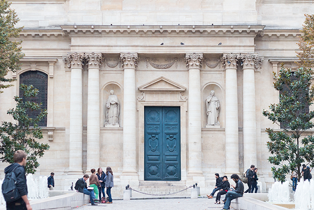 Beautiful architecture and blue door in Paris // Paris travel diary // Pretty Little Details