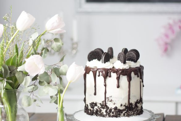 Tutorial for how to bake a tall Oreo layer cake with an easy chocolate ganache drip.