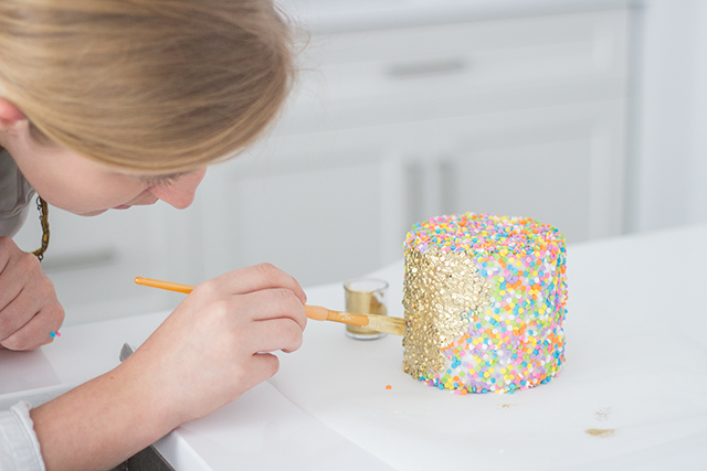 How to DIY a stunning ruffled party cake // Gorgeous gold and blush cake tutorial