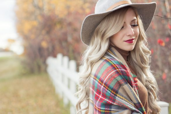 Fall outfit inspiration // Plaid blanket scarf with grey felt hat