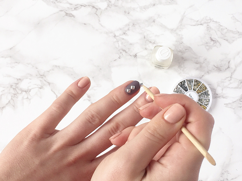 Easy summer statement nails // pastel lilac & blush with silver studs.