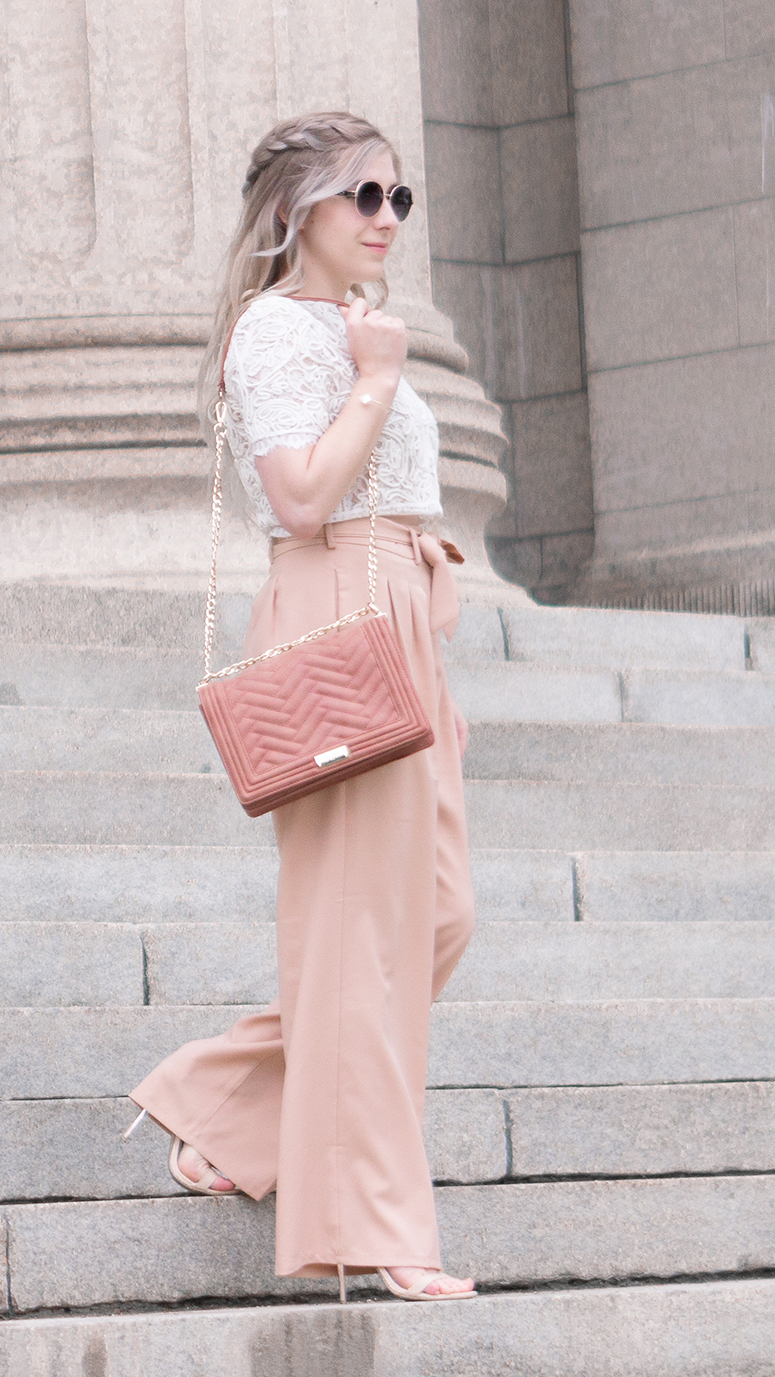 How to dress to look taller. Petite gal outfit inspiration.