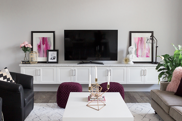 Blogger living room reveal. Blush pink, burgundy and gold decor for fall.