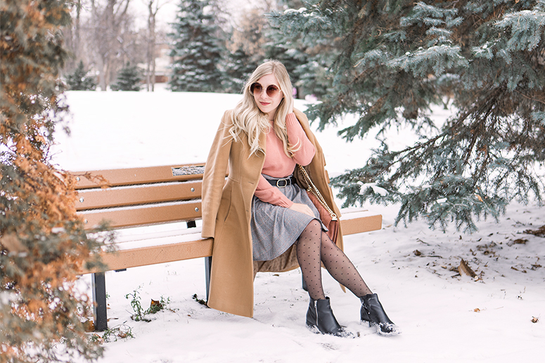 How to keep warm and look good in winter. Seasonal styling tips from Winnipeg blogger Jennifer Ashley.