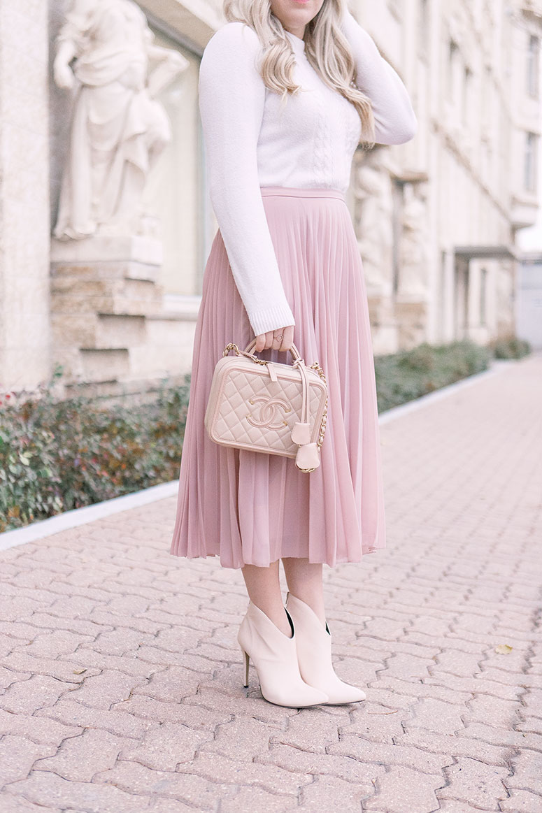 Fall fashion trend: pleated midi skirts. Here's a pretty outfit idea featuring a pink pleated midi.